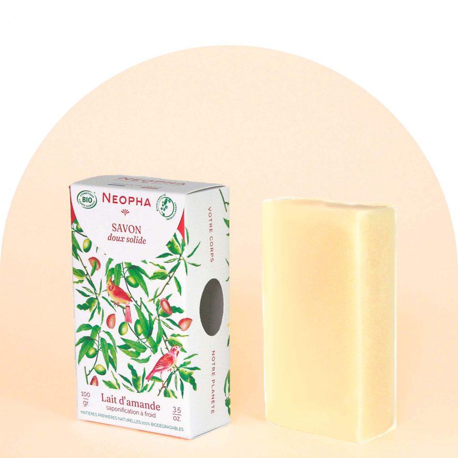 Neopha Savon doux lait d'amande 3_4 étui + produit